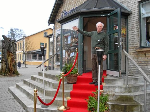 Efter 15 år og over 200 forestillinger har den nu 77-årige initiativtager til Seniorbiografen i Skørping, Erling Junker Holst, valgt at takke af. Privatfoto
