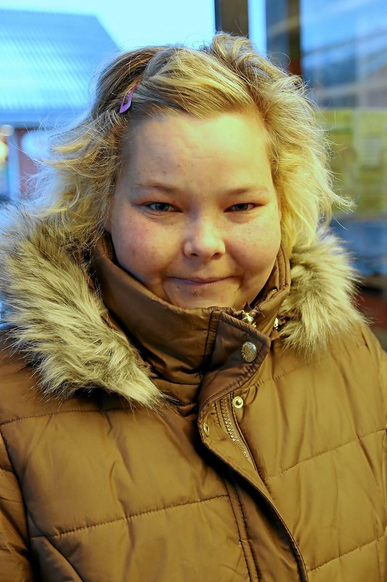 Melena Thomsen: - Ja, det synes jeg. Jeg kører selv med vinterdæk ¿ det er alt for usikkert uden. Foto: Allan Mortensen