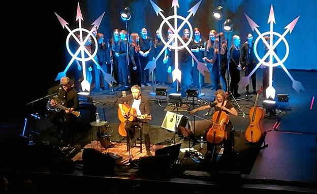 Mariagerfjord Pigekor har flere gange optrådt sammen med Michael Falch, som har inviteret koret med til udvalgte koncerter - blandt andet 23. marts i Værket. Privatfoto