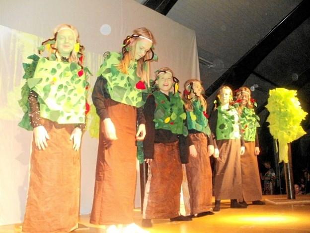 Der var flotte kostymer til årets skolekomedie på Gistrup skole. Foto: Kjeld Mølbæk