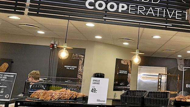 Sort er den gennemgående farve i den nye dekoration i SuperBrugsens renoverede brødudsalg. Foto: Ole Iversen Ole Iversen