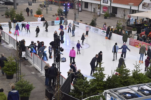 Skøjtebanen i Blokhus bliver omdrejningspunkt for mange aktiviteter i vinterferien. Arkivfoto: Bente Poder