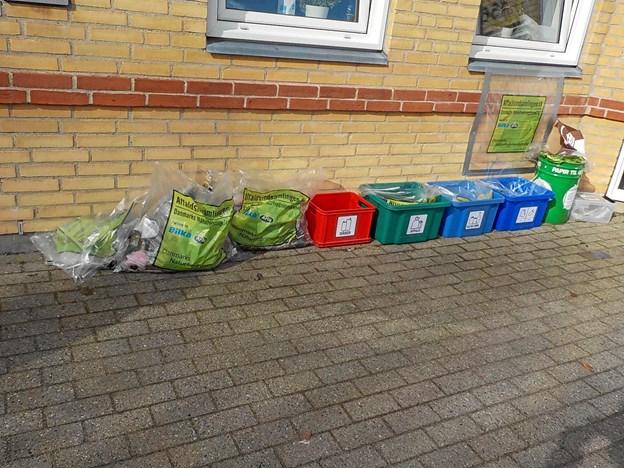 Det indsamlede affald blev sorteret i tre kategorier.