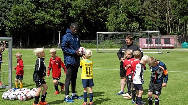 Uddeling af tips og tricks fra en Superliga-spiller. Foto: Hobro IK Hobro IK