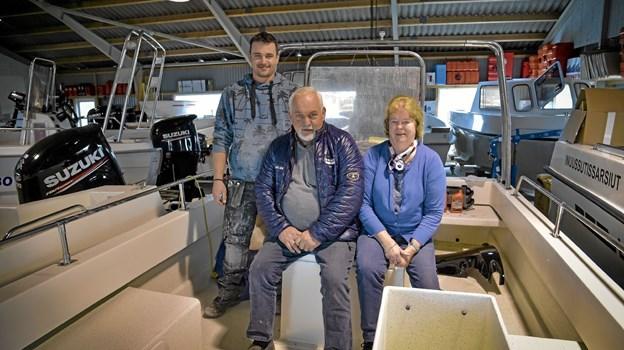 Svend Aage, Danny og Hanne Christensen fejrer de første 50 år med Limbo Både den 12. april.Foto: Ole Iversen