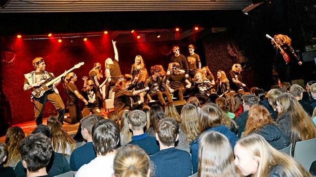 Både kor, sangere, musikere, dansere og skuespillere gav sig fuldt ud og skabte sammen en betagende forestilling. Privatfoto Privatfoto