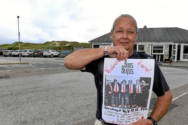 Søren Strandgaard glæder sig til at der kommer Blues-Beatles i Agger torsdag aften kl. 19. Et stort telt opstilles på P-pladsen. Blues Beatles gør et stop i Agger på deres verdensturne. Foto: Ole Iversen