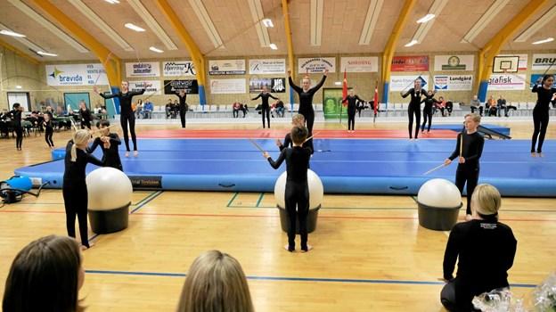 Det store Talenthold fra Mariager Idræts Klub, der gav en forrygende opvisning, der var en hyldest til afdøde Kim Larsen. Foto: Niels Helver Niels Helver