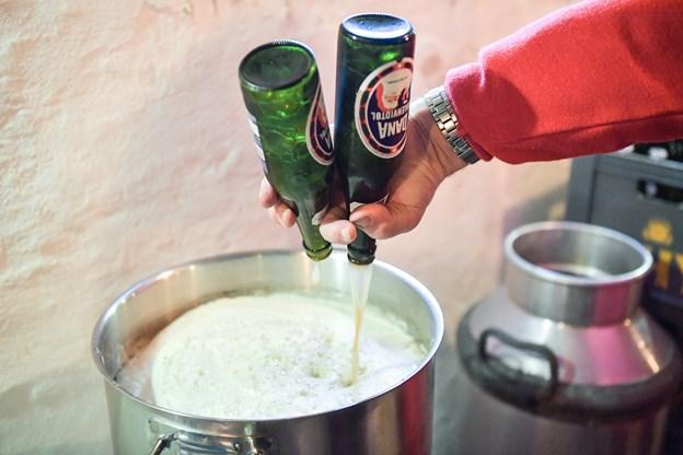 Hvidtøllet blev serveret både varmt og koldt - helst varmt, hvis man skal leve op til forskrifterne. Foto: Claus Søndberg Claus Søndberg