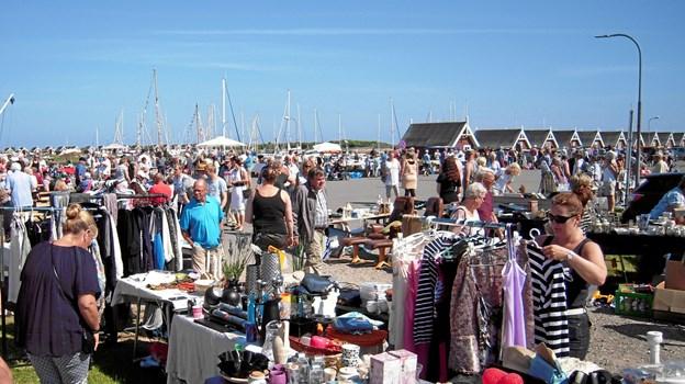 Kræmmermarked på Rønnerhavnen i Frederikshavn starter løjerne kl. 10. Arkivfoto: Peter Broen
