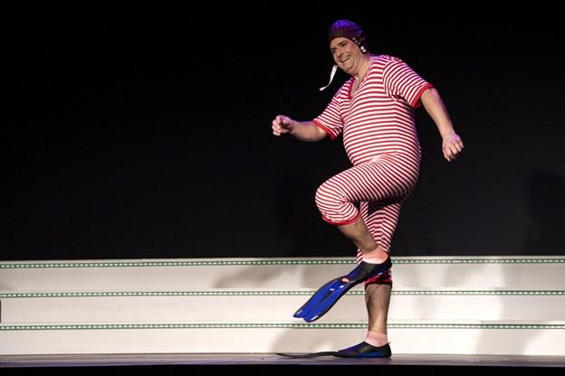 Forårsrevyen byder på mange sjove indfald, hvor man griner bare ved synet af skuespilleren. Foto:  Laura Guldhammer