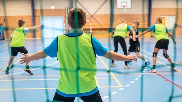 Håndboldbørn strømmede fredag til Trekroner for at være med til det årlige Ingolfstævne - en håndboldlejr for børn. Børnene kommer både fra Trekroner, Skovsgård, Brovst og Løgstør og alle andre steder der imellem. Foto: Martin Damgård