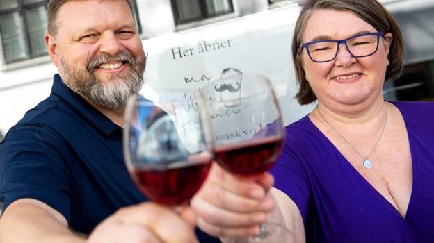 Christian og Majken Green er klar til at byde indenfor i deres nye vinbar. Foto: Henrik Bo