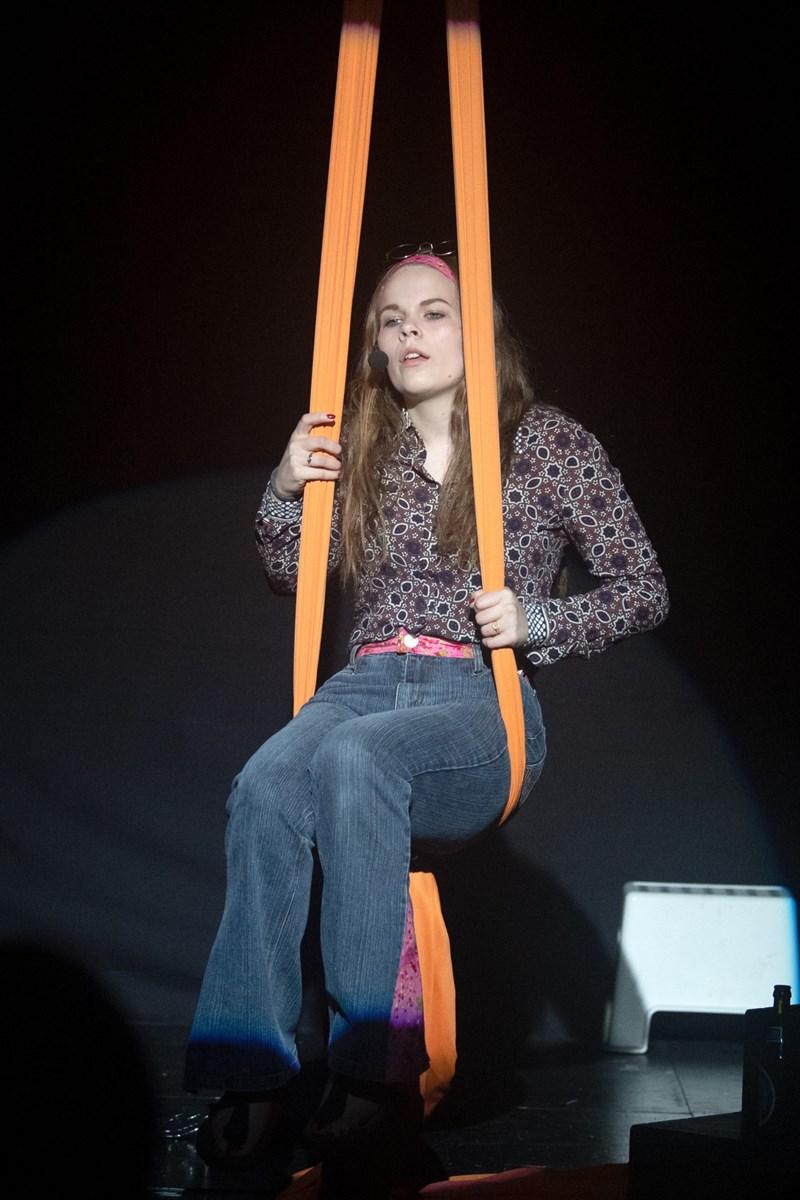 På Thorsgaard Efterskole har eleverne hele ugen knoklet med dans, drama, lys, lyd, rekvisitter, scene, kostumer mv. Foto: Henrik Louis Simonsen HENRIK LOUIS