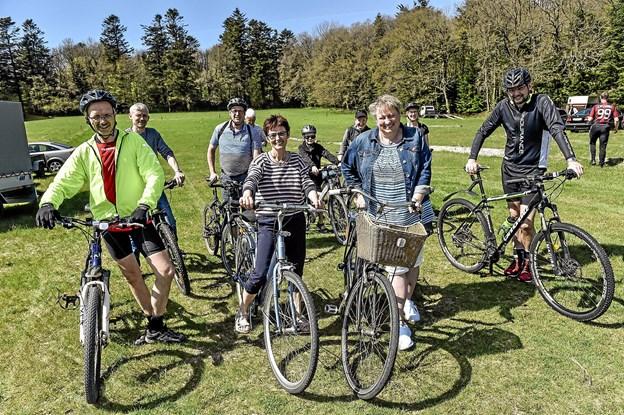 Mange havde cykler med og tog en guidet tur på ca. 15 km ad skovens afmærkede stier. Foto: Ole Iversen