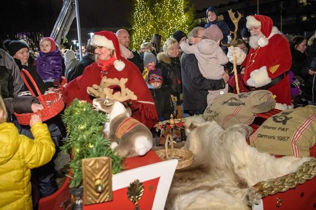 Der var godter og en solid snak om gaver med Santa Julle Foto: Peter Broen Peter Broen