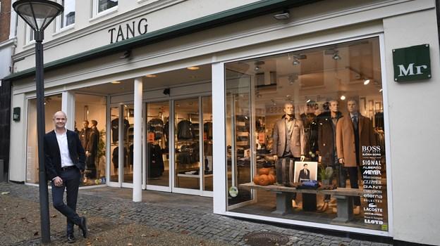 Ole Spanggaard, ejer nu både både Mr. Tang i Hobro og i Hadsund, hvor han fortrinsvis vil være. Ole Spanggaard kom i 1988 i lære hos Svend Tang.