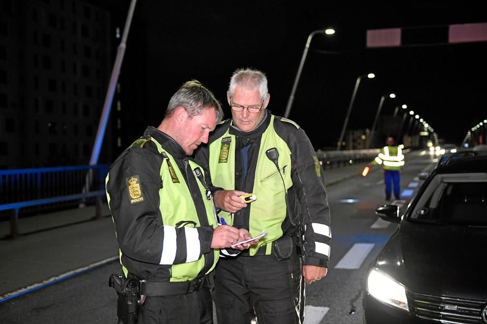 Der blev taget rigtig mange spritbilister i de fire dage kontrollen stod på. Her er det slutningen af kontrollen natten til søndag på Limfjordsbroen. Foto: Jan Pedersen