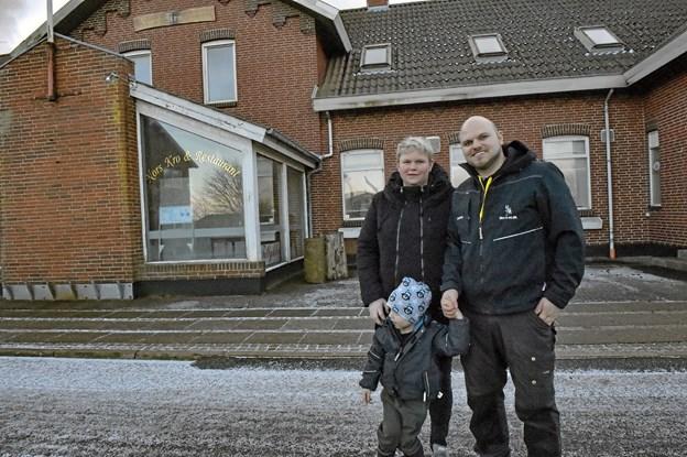De nye ejere af den gamle kro har ikke andet valg end at rive kroen ned, da bygningerne er i en elendig forfatning. Foto: Ole Iversen Ole Iversen