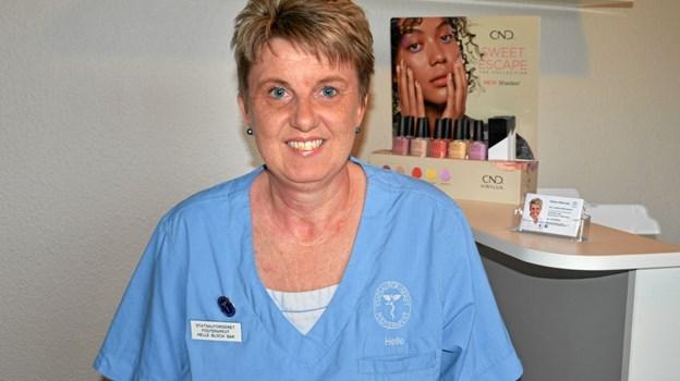 """Helle Bloch Bak kan byde velkommen til """"Helles Fodterapi"""" - både i egen klinik og ved at køre ud til patienterne. Foto: Jesper Bøss"""