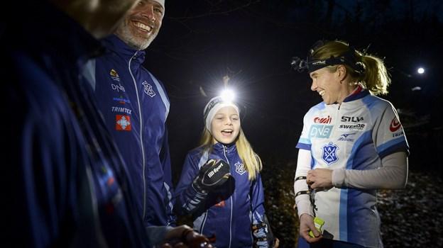 Selvom det handler om at koncentrere sig i mørket, er der også masser af plads til latter. I alt 1500 orienteringsløbere fra både Danmark, Norge, Sverige og enkelte andre lande deltager i orienteringsløbene, som foregår både i mørke og dagslys. Arkivfoto: Claus Søndberg