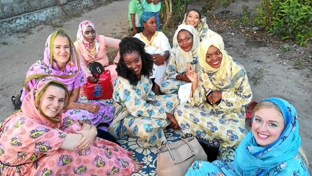 Her ses Thea sammen med en gruppe kristne i Zanzibar