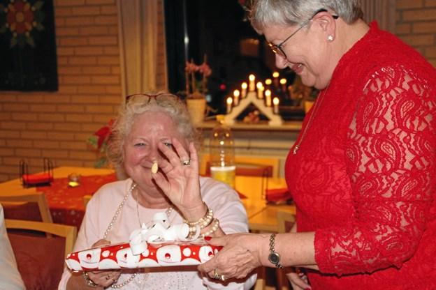 Anette Andersen i den røde bluse inviterer til juleaften i Aktiv i Ålbæk. Her er foto fra det fine arrangement i 2017. Privatfoto.