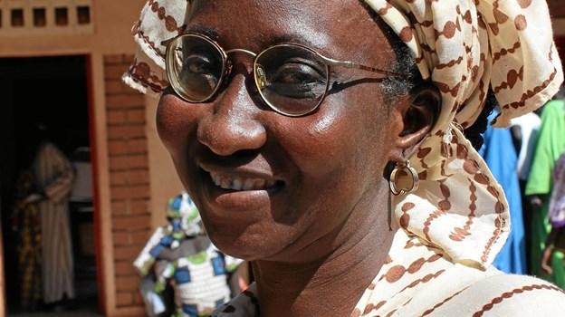 Kvinden her blev hjulpet af en dansker, som havde et par overskydende briller, der lå i skuffen og samlede syøv. Privatfoto