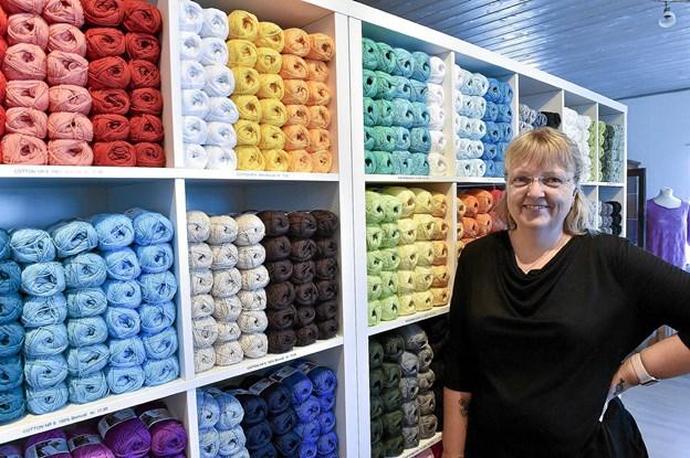 Garn-garn-garn. Over 30 slags garn i 15-20 farver hver fylder meter efter meter i Stangmasken. Foto: Ole Iversen