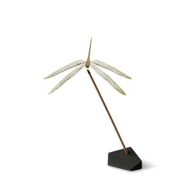 Den nye Wonder Dragonfly fra NAV Scandinavia er inspireret af et indonesisk legetøj og portrætterer naturens fine guldsmed.