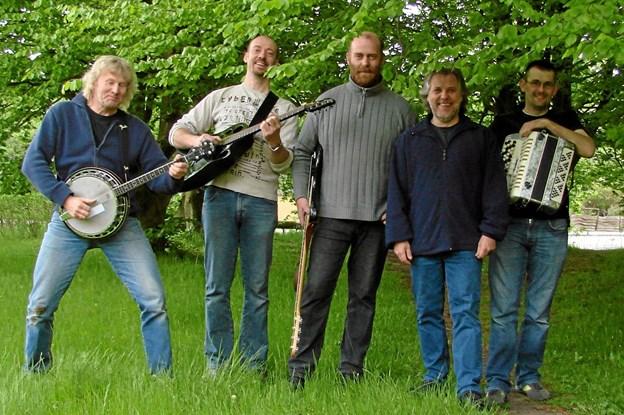 The Kæjlænders er en gruppe på fem, hvoraf de to er lokale (fra Klokkerholm og Ørum). Privatfoto privatfoto