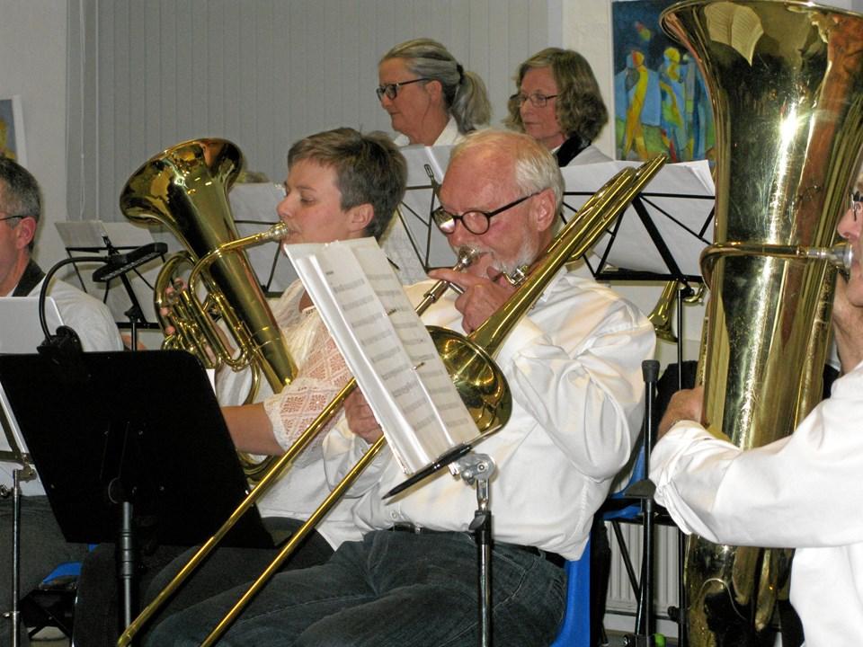 Hornmusik hører sig til.