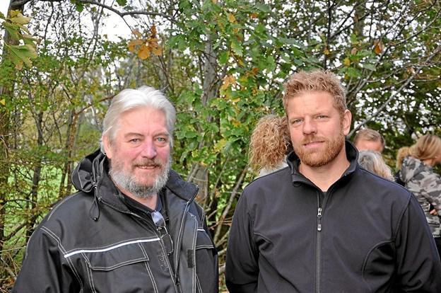 To centrale personer i projekt murmaleri, Lars Hans Pedersen (t.v. nu ejer af to udsmykkede vægge) og Rasmus Kyvsgaard, som er lærer i billedkunst på Flauenskjold Skole. Foto: Ole Torp