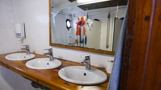 Der kan til tider være trangt på badeværelserne. Foto: Lasse Sand