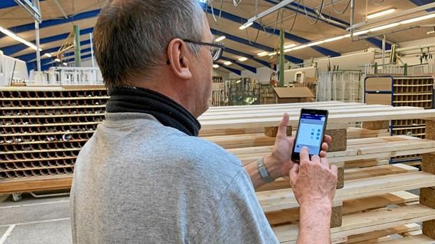 Et enkelt klik på mobilen, og webshoppen er fremme. PR-foto.