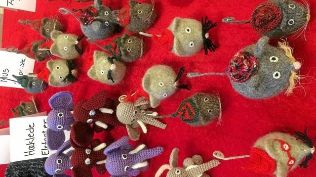 Filtmus og hæklede elefanter lavet af Mette. Foto: Privatfoto Privatfoto