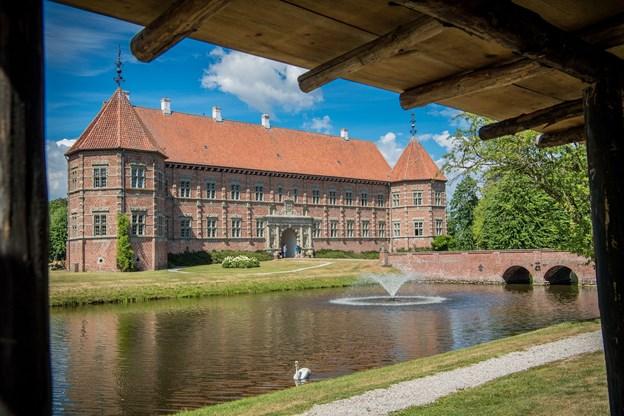 Voergaard Slot er sammen med 16 andre danske herregårde nomineret i en konkurrence om at kunne kalde sig Danmarks smukkeste herregård.Arkivfoto: Martin Damgård