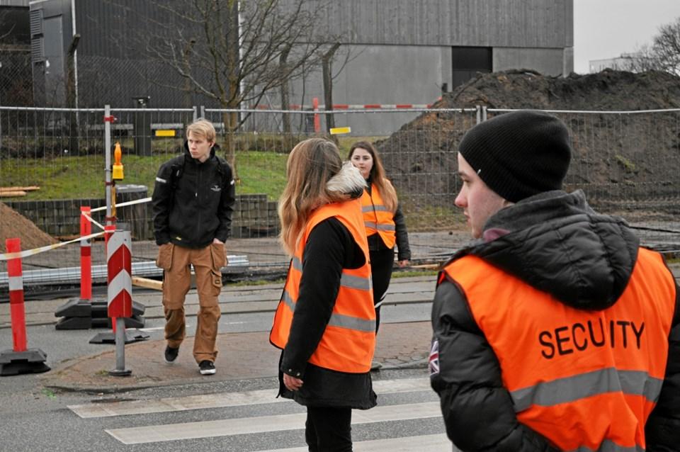 Mandag morgen i uge 5 og alle hverdage frem til uge 15 står fire af klubbens medlemmer ved to midlertidige fodgængerovergange og sørger for, at ingen bliver kørt ned og at trafikken kører problemfrit.Foto: Kim Ostenfeldt Kolditz