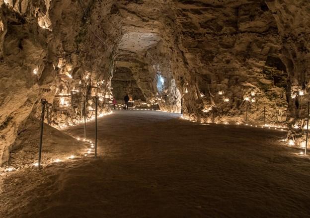 Efter traditionen tændes der 3000 levende lys i Thingbæk Kalkminer 2. juledag. ?Arkivfoto: Andreas Falck © Andreas Falck