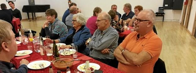 Omkring 30 borgere deltog i et debatmøde om Udkantsdanmark, hvor byrådsmedlem Leif Skaarup og folketingsmedlem Kaare Dybvad havde oplæg. Privatfoto