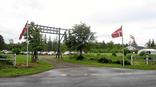 Flagene var hejst på Møllegården i dagens anledning. Foto: John Larsen