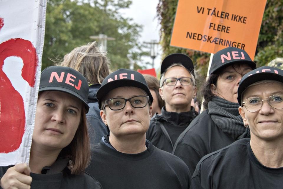 - Det gør da indtryk, når 250 ansatte demonstrerer på rådhuspladsen, siger borgmester Birgit Hansen. Foto: Henrik Louis