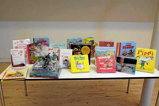 Bibliotekarerne har fundet en masse børnebøger, der handler om pandekager. Foto: Niels Helver