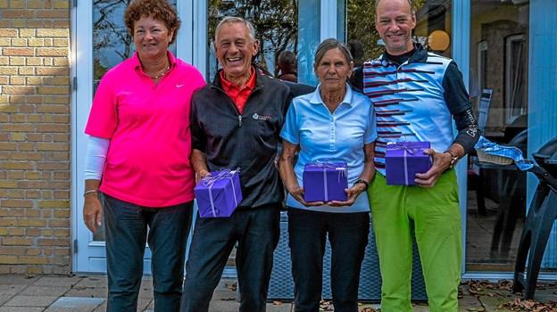 Klubmesteren sammen med vinderen af old-girls Elda Haase og senior herrer Dan Bang. Yderst tv matchleder Marianne Bang. Foto: Mogens Lynge