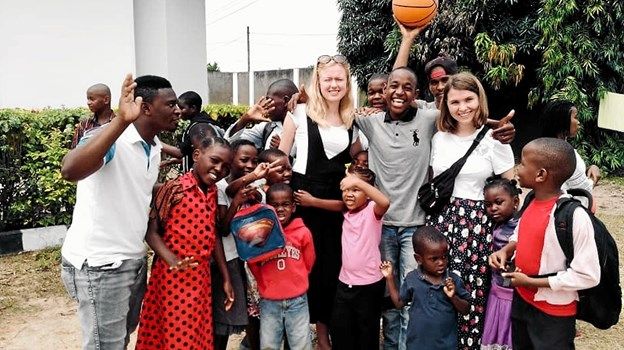 Camilla Bianca Berg og Thea Brogaard har været på Zanzibar. Privatfoto