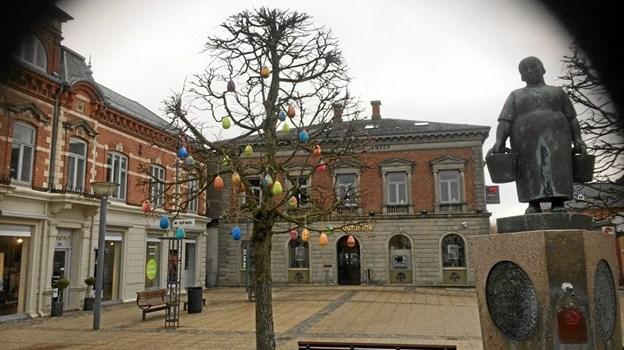 Påskeæggene pynter op i Adelgade fra uge 15. Privatfoto