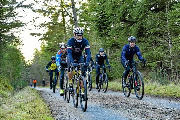 rytterne fandt ind i grupper efter niveau og kørte tilpasset tempo den flotte tur gennem Thys natur.Foto: Ole Iversen Ole Iversen
