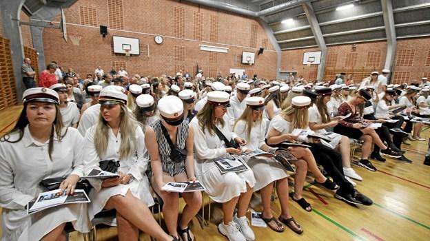 Som rektor Lars Jørgensen sagde i sin tale, så var det et smukt syn at se de mange studenter med deres flotte huer. Foto: Jørgen Ingvardsen