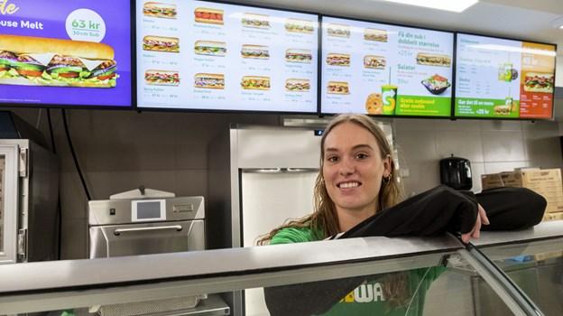 Frederikke Olsen er bestyrer hos Subway i Østeraagade, og hun er glad for at være med fra starten. Foto: Lasse Sand