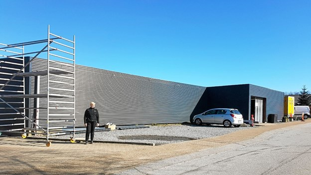 Bag ved butikken etableres flisebelagt parkering til 9 biler. Foto: Karl Erik Hansen Karl Erik Hansen
